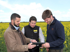 Guy Shelby 9Right) discusses OSR cropping plans with Billy Hosdell (left) and Matt Richardson